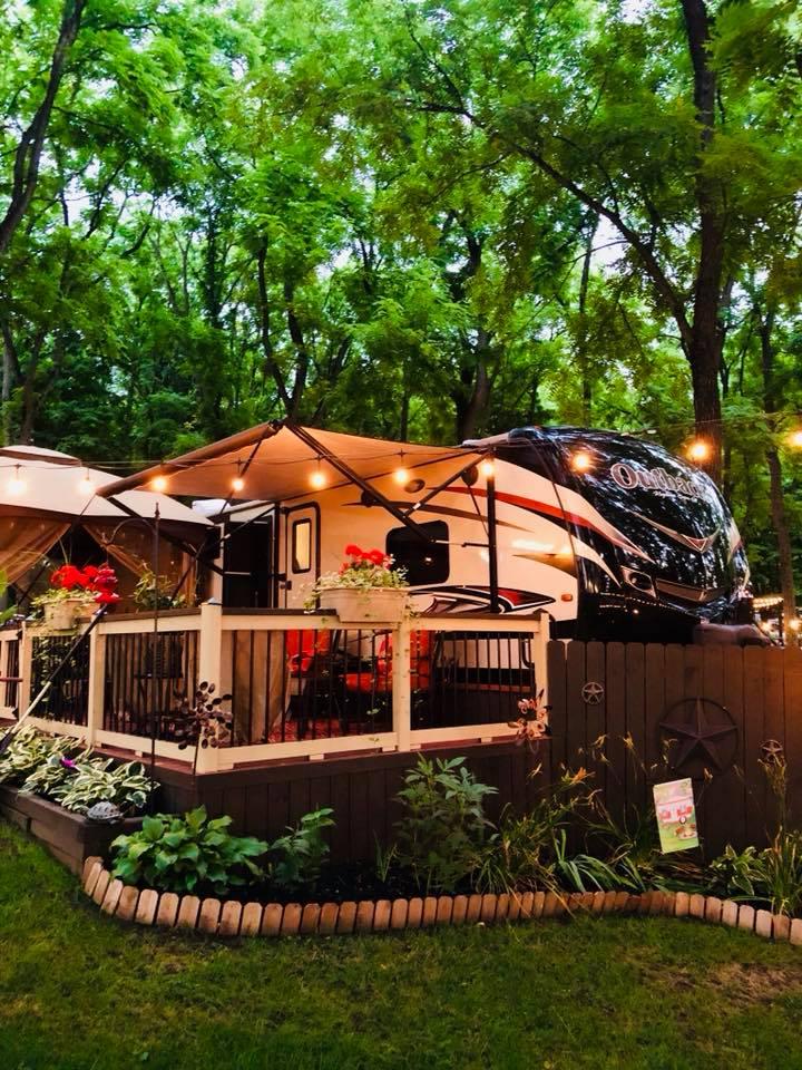 Campfire at Walnut Ridge Campground, New Castle, Indiana